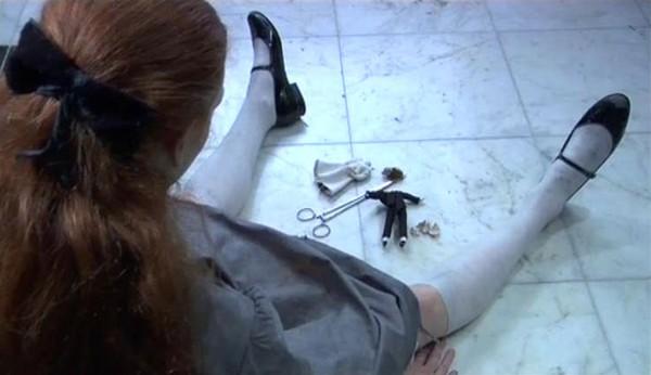 Alice Anderson, The Dolls' Day, 2008. Vidéo 10 min. Production Espace Croisé.