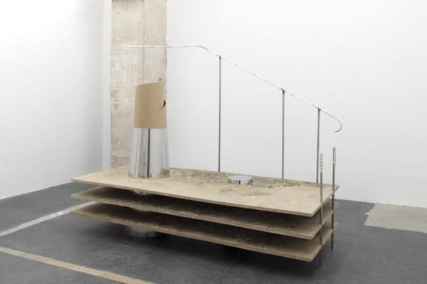 Réplique de la chose absente, 2009 Bois aggloméré, inox, papier, métal, terre…