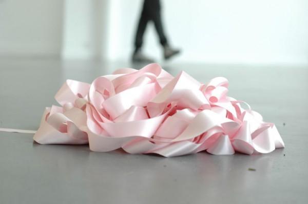 Jimmy Robert, Sans titre, 2006 (détail). Jet d'encre sur papier Arche. Ruban rose, médium. 92 x 140 cm