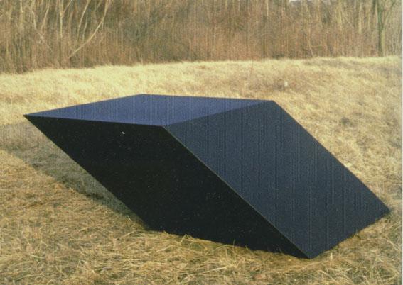 tony-smith-for-vt-1969-bronze-soude-patine-noire-71x142x213cm1