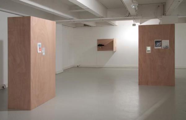 Mark Geffriaud, Herbier, 2009  Panneaux de bois, pages de livres, projecteurs de diapositives  Courtesy gb agency, Paris