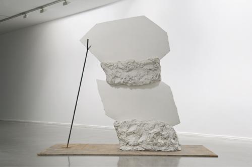 Camille Henrot, Dear Survivor, 2010, plâtre, ciment blanc, acier inoxydable