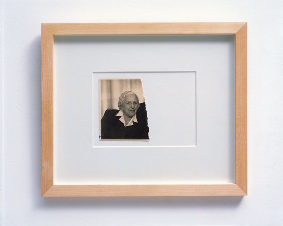 Jonathan Monk  Separated (Separati), 2002  fotografia strappata, cornice / framed torn photograph  23,4 x 28 x 2 cm / 9 ¼ x 11 x ¾ in.  Courtesy dell'artista e Lisson Gallery, Londra / Courtesy the artist and Lisson Gallery, London