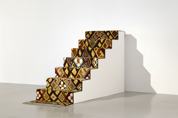 Shannon Bool Pub Stair Carpet, 2010 Laine 79 x 385 cm Vue de l'installation Avec l'aimable autorisation de la Galerie Kadel Willborn Photo : Tobias Hübel