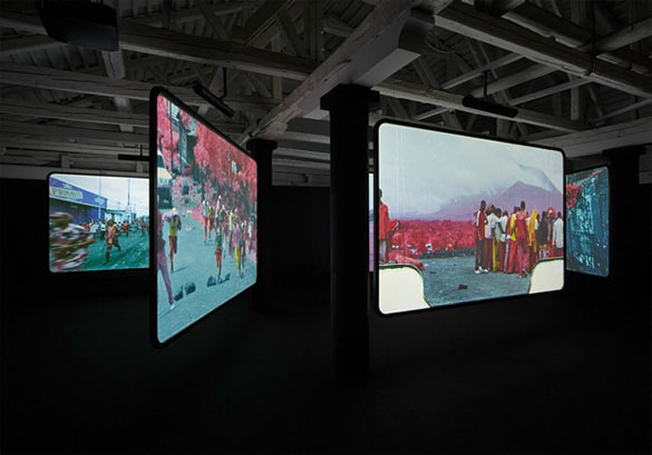 Richard Mosse (Irlande), The Enclave, 2013. Six-screen film installation, color infrared film transferred to HD video. All images of the installation courtesy of the artist and Jack Shainman Gallery. Photos by Tom Powel Imaging Inc.
