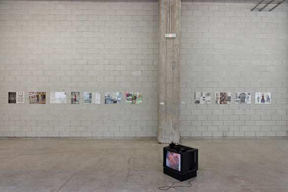 """ADA, 1986 -1996, Impressions sur papier et William Anastasi, """"Coleslaw"""", 2003, Vidéo sur DVD. Bétonsalon, Paris, 2013. © Aurélien Mole"""