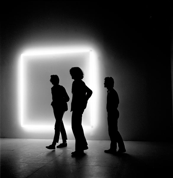 "Douglas Wheeler, ""Light Incasement"", 1971. Néons, Plexiglas. 233 × 233 cm. Aix-la-Chapelle, Collection Ludwig, Ludwig Forum für Internationale Kunst. © Photo Stedelijk Museum Amsterdam."