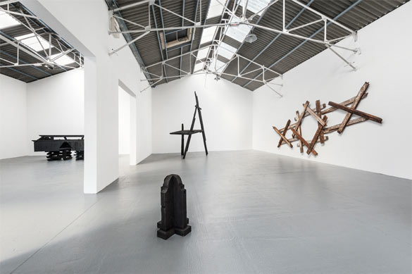 """Vue de l'exposition Marianne Vitale """"Bright Dark Future"""" au Confort Moderne, copyright Pierre Antoine"""