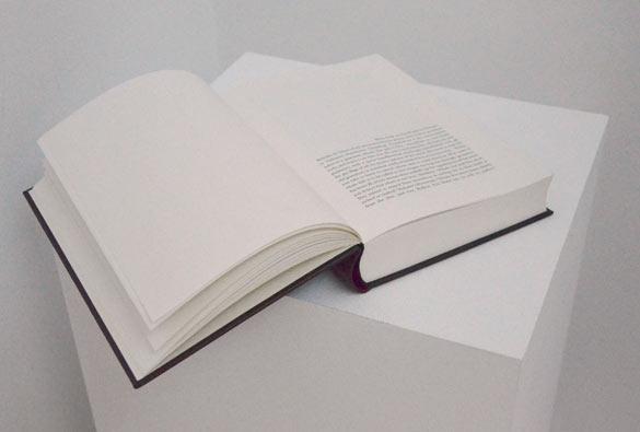 Daniel Gustav Cramer. Untitled (Moby Dick), 2013. Livre / Book. Courtesy BolteLang, Zürich ; Sies & Höke, Düsseldorf ; Vera Cortes, Lisboa ; Daniel Gustav Cramer. Photo : La Kunsthalle, Mulhouse.