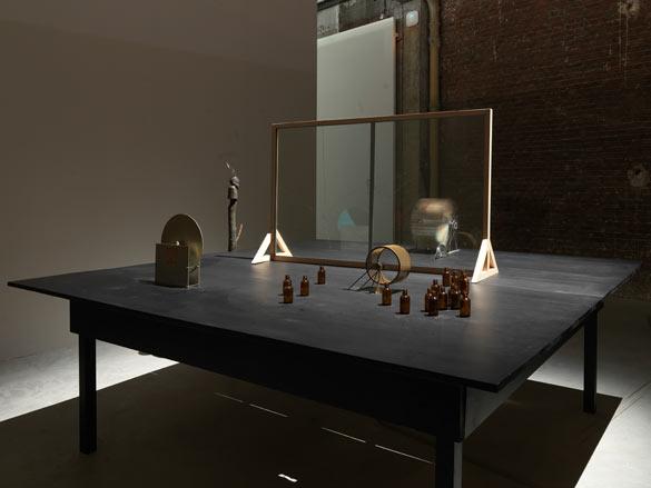 Mark Manders. Mind Study, 2011. Vue de l'exposition / Exhibition view « Nouvelles Impressions de Raymond Roussel » Photo : André Morin.