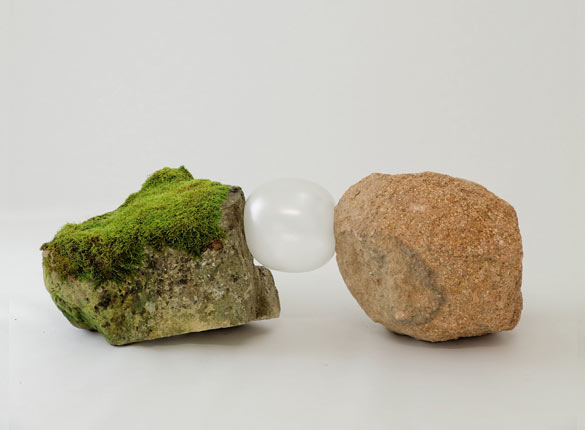 """Gabriel Kuri, """"bottled water E.d.E. 5"""", 2013, pierres, préservatifs, papier, dans le cadre de l'exposition au Parc Saint Léger """"bottled water branded water"""" crédit Parc Saint Léger"""