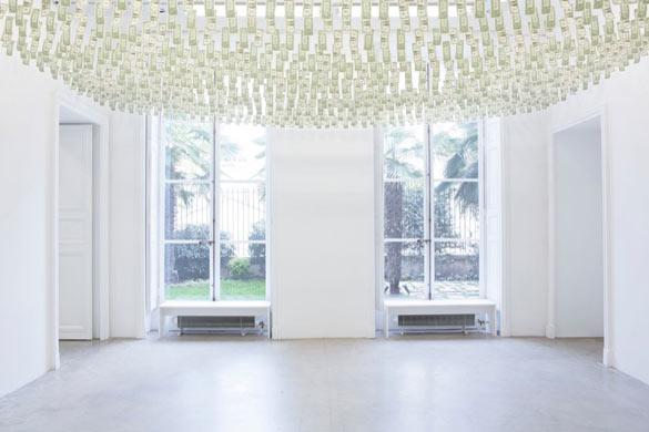 "Gianni Motti, ""Moneybox"", Galerie Perrotin, Paris, 2013 / Photograph: Guillaume Ziccarelli."