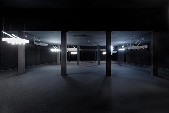 """Vue de l'exposition de Philippe Parreno, """"Anywhere, Anywhere, Out Of The World"""", Palais de Tokyo, 2013. Photo : Aurélien Mole."""