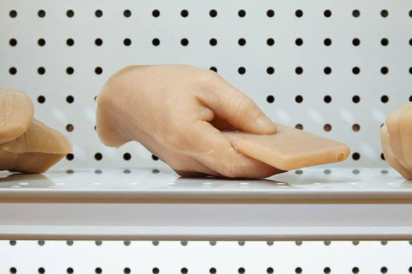 Josh Kline - Creative Hands, 2013 (detail). © Photo, Achim Hatzius. Courtesy Josh Kline und 47 Canal, New York.