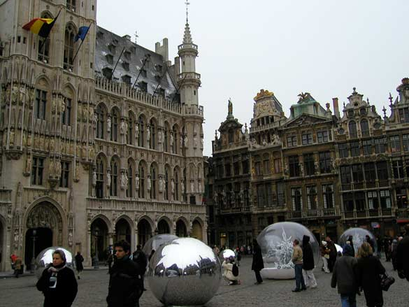 Photo : Vessela Nozharova, Bruxelles / Brussels, La Grande Place, 2005.