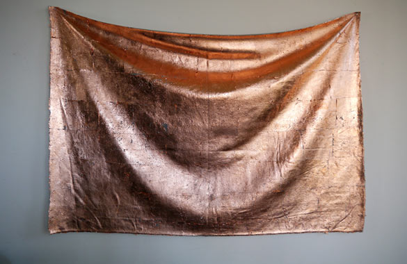 Untitled (grey blanket with copper), 2014. Photo : Pierre Henri Leman.