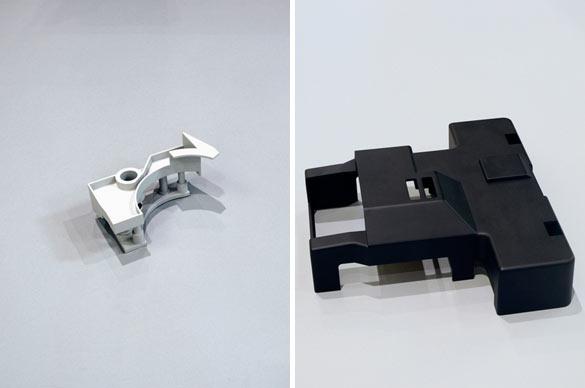 Pierre Besson, (à gauche) sans titre, résine, 25 x 16 x 12 cm, 2013 / (à droite) sans titre, résine, 35,6 x 31,6 x 10,7 cm, 2013.