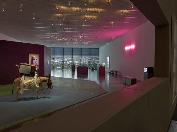 Exposition «1984-1999. La Décennie», Galerie 1, Ville, intérieur, nuit.