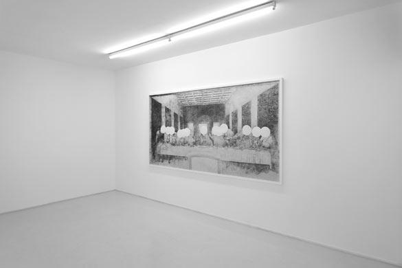 Le Cénacle, 2010. Dessin à la mine de graphite, papier Canson 224 g/m2. Encadrement bois blanc, plexiglas 137x266cm (537/8x1043/4in.) 143 x 272 cm (56 1/4 x 107 1/8 in.) encadré. © Photo. Rebecca Fanuele - Courtesy Galerie Suzanne Tarasieve Paris