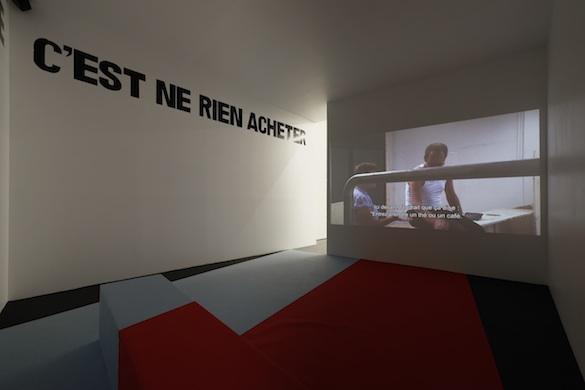 Erik van Lieshout Commission (2011) Installation vidéo HD, son, néerlandais et anglais, 49 min. Commande de Scuplture International Rotterdam & Hart van Zuid, 2010-2011. Avec le soutien du Mondriaan Fund. © Aurélien Mole pour PLAY TIME, 2014