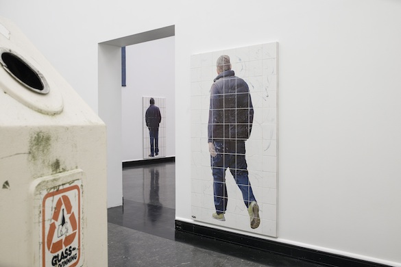 Will Benedict « Corruption Feeds », Bergen Kunsthall : Wolfgang Breuer Untitled, 2010 ; Tom Humphreys Untitled, 2014 Courtesy the artist and High Art, Paris. Photo : Thor Brødreskift.