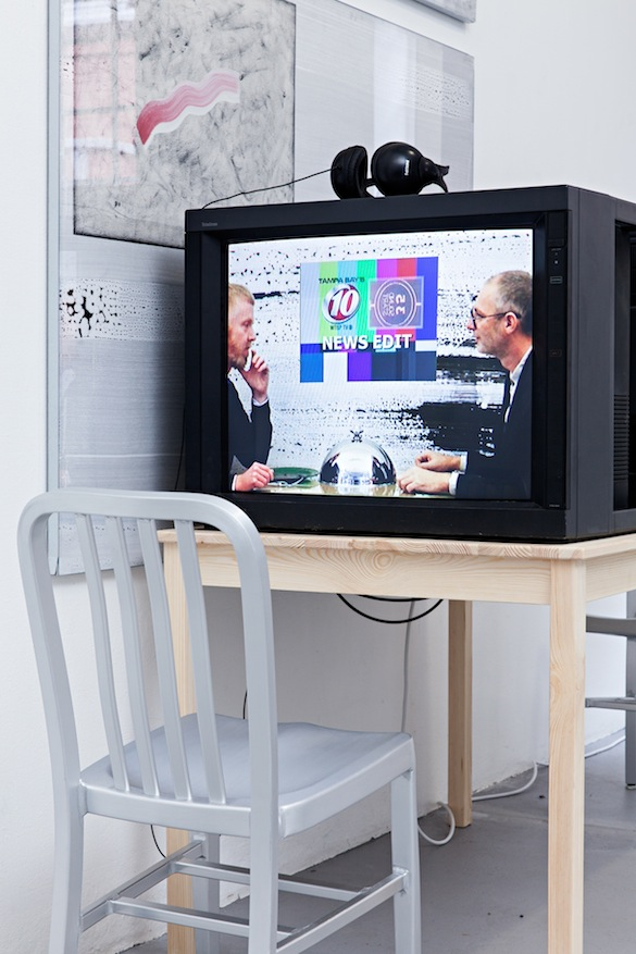 Will Benedict Vue de l'exposition / Installation shot from : « TV Dinner: The Narcissism of Minor Differences », Halle Für Kunst, Lüneburg, 2013-2014.
