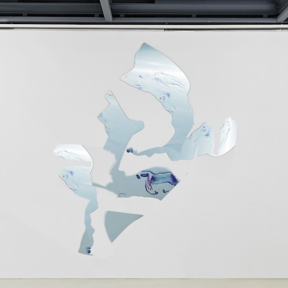 Artie Vierkant, Bodyscan Object 2, 2015. Impression UV sur Dibond brossé. Approx.  165 x 210 cm. Unique  Exposition Feature Description, Galerie Édouard-Manet, Gennevilliers, 2015. Courtesy de l'artiste et New Galerie.