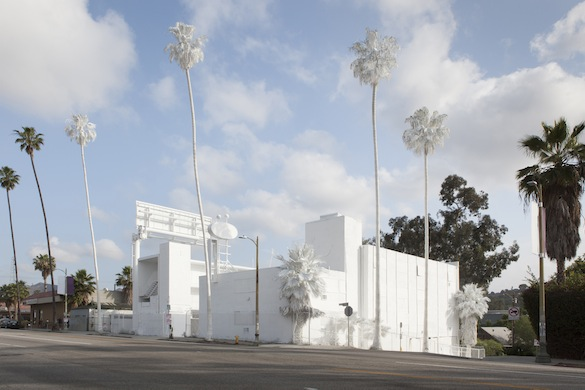 Vincent Lamouroux, Projection, 2015. Chaux inerte projetée. Sunset Pacific Motel, Silver Lake Neighborhood, Los Angeles.