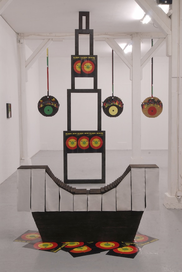Vue de l'exposition / View of the exhibition « The Center and the Eyes », Zoo galerie, 2006. Courtesy Lili Reynaud Dewar