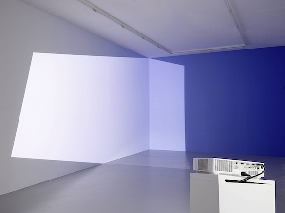 Pieter VERMEERSCH, Untitled, 2015, peinture acrylique et projection au mur, dimensions variables, courtesy de l'artiste Exposition L'abstraction géométrique belge, Espace de l'Art Concret, © François Fernandez