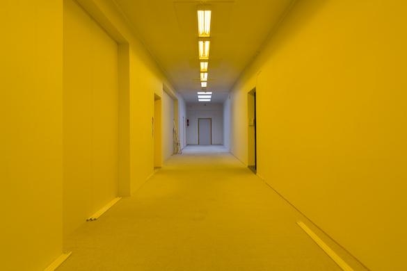 Jason Dodge, Amber light to white light to amber light by hand over and over. Photo: LIAF / Jon Benjamin Tallerås