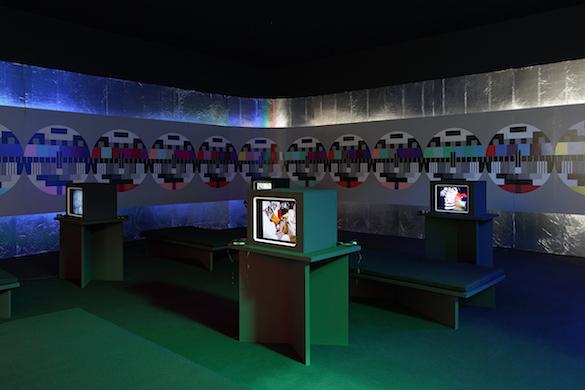 The Averty Show  Diffusion d'une sélection de programmes de Jean-Christophe Averty. Scénographie : Fanette Mellier et Olivier Vadrot Photo : Eric Tabuchi
