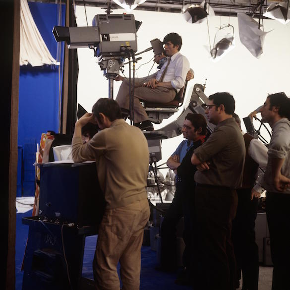 Jean-Christophe Averty lors du tournage en studio du conte de Lewis Caroll  Photo : Jean-Claude Pierdet, 1970, copyright : ina