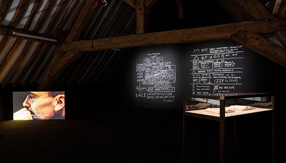 Dora Garcia, L'Angoisse, 2014 / Désordres, 2013 / Mad Marginal Charts, 2014. Photo: Émile Ouroumov. Vue de l'exposition à La Ferme du Buisson.