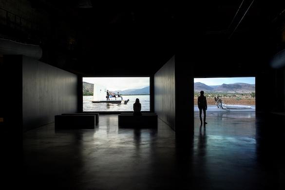 Vue de l'exposition au LiFE. Œuvres de Enrique Ramirez et Marcos Avila Forero. Photo: Marc Domage.