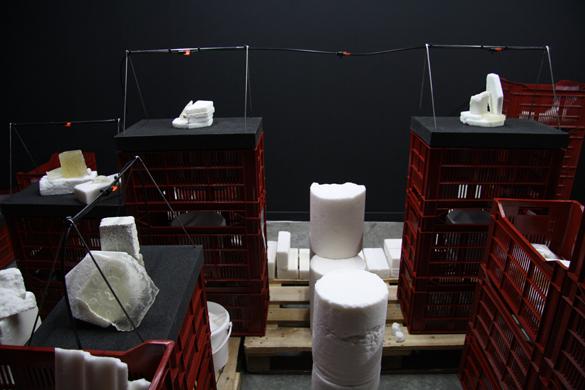 """Agapanthe, Réserve.  Dans le cadre de l'exposition """"Matérialité de l'Invisible"""" au CENTQUATRE-PARIS, dans le cadre du projet européen NEARCH, en collaboration avec l'Inrap. Photo Josselin Ligné"""