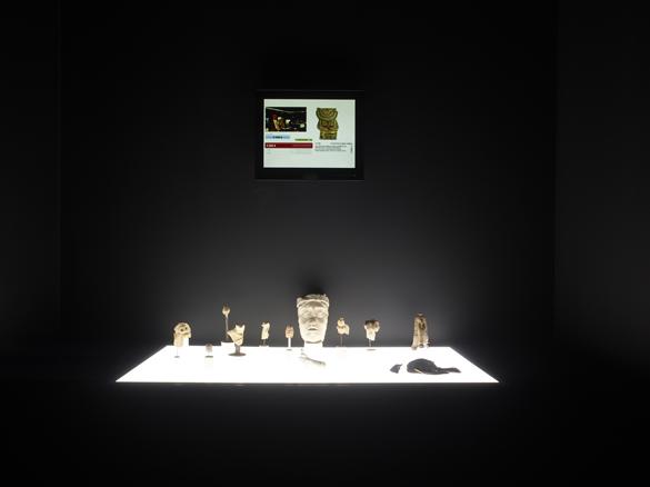 """Ali Cherri, Fragments. Installation. Dans le cadre de l'exposition """"Matérialité de l'Invisible"""" au CENTQUATRE-PARIS, dans le cadre du projet européen NEARCH, en collaboration avec l'Inrap. Photo Marc Domage"""