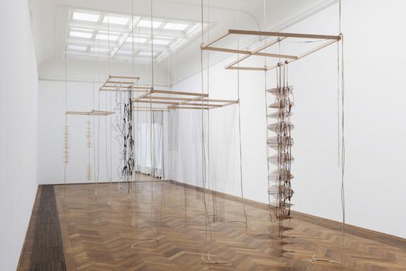 Leonor Antunes, vue de l'exposition / view of the exhibition, «the last days in chimalistac», Kunsthalle Basel, 2013. Photo : Gunnar Meier / Kunsthalle Basel, 2013. Courtesy Air de Paris, Paris.