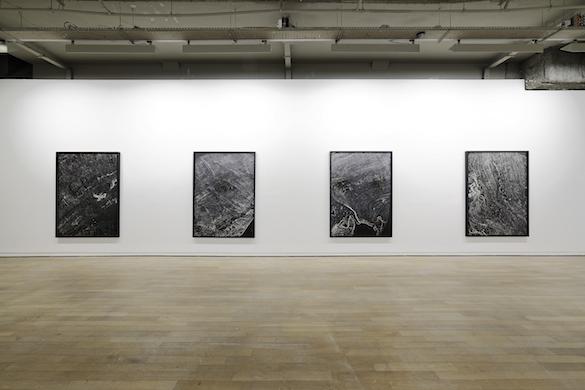 Dove Allouche, Pétrographies, 2015. 172 x 125 cm chaque (encadré). Vue de l'exposition à la Fondation d'entreprise Ricard. Photo : Aurélien Mole.