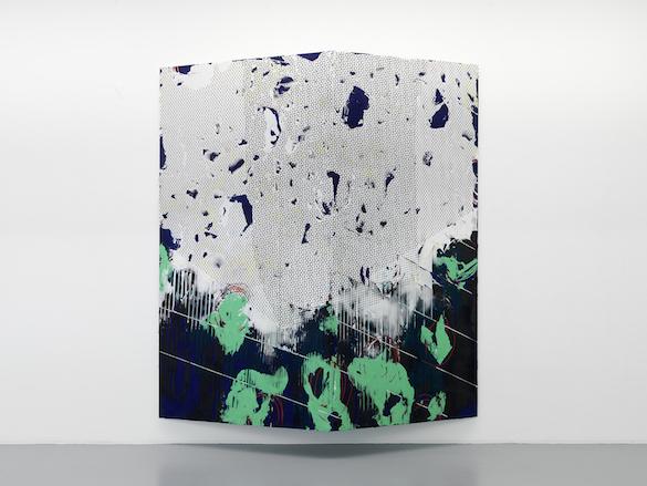Nicolas Roggy, Sans titre, 2015. Gesso, pigments, pâte à modeler, sérigraphie sur PVC et structure métallique 236 × 200 cm. Photo : André Morin ; courtesy Triple V, Paris.