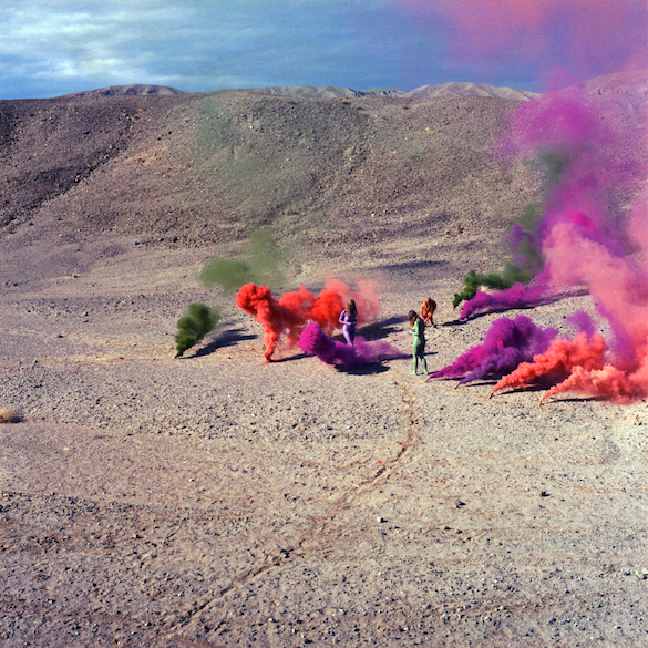 Judy Chicago Smoke Bodies, 1972. Feux d'artifice, CA. © Judy Chicago. Photo courtesy : Through the Flower archives.