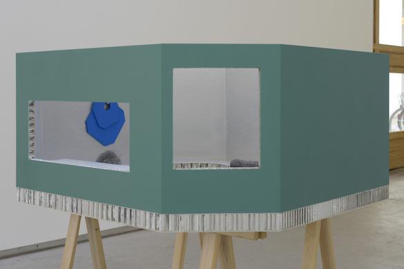 Jean-Pascal Flavien, Maquette de la Statement House, 2014. Courtesy Galerie Catherine Bastide, Bruxelles. Photo : Isabelle Arthuis.